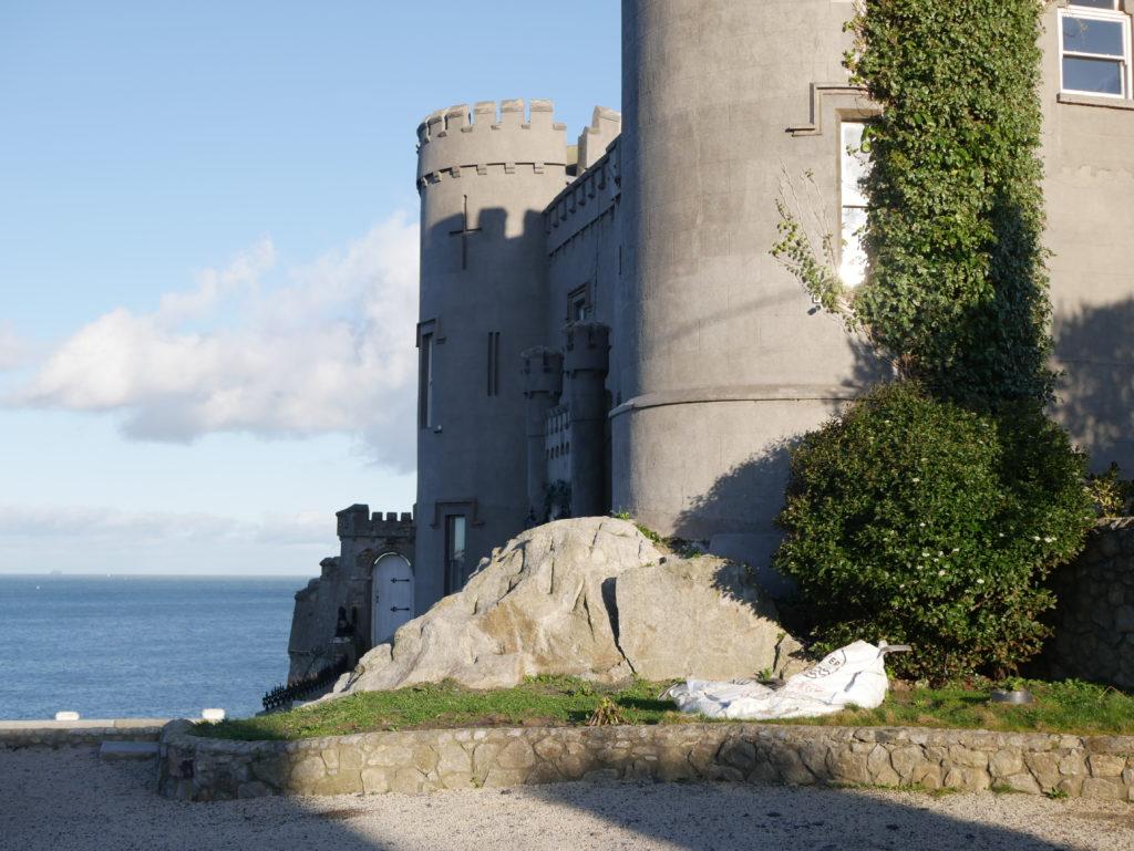 Tohle není výše zmiňovaný hrad, ale další z mnoha vilek